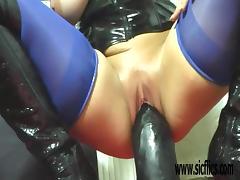 Mature amateur fucking a colossal dildo tube porn video