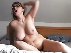 Homemade masterbation vid shows me fuck a toy porn tube video