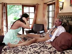 An older dude gives the cock to a sluty younger chick