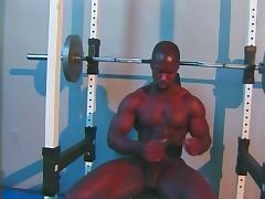 Guy innthe gym waxing his cock tube porn video