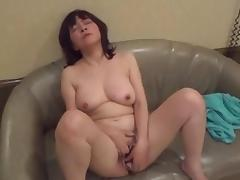 Amatuer Japanese Mature masturbates then sucks