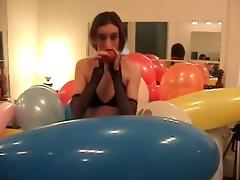 Nevah blows to pop balloons, some difficulty is had!