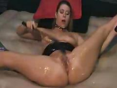 Kinky Brunette squirts DMvideos