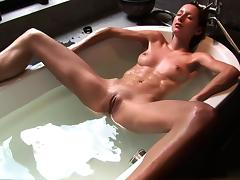 Fancy a sip? My bath water tastes like Champagne? - Cireman porn tube video