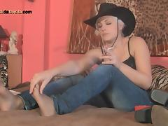 Smoking cowgirl wears a pair of pantyhose under her jeans tube porn video