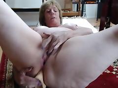 Mature mom anal play