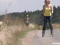 Rollerblading with his lady and fucking her hot hole outdoors tube porn video