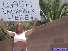Curvy pornstar carwash with Kiara Mia and pal