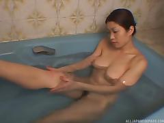 Japanese model gets into the tub and gets herself off