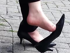 Candid mature shoe dangle