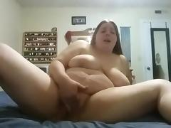 Amateur BBW rubs her pussy on bed porn tube video