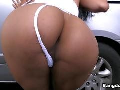 Camila in Big Colombian ass at the car wash Video tube porn video