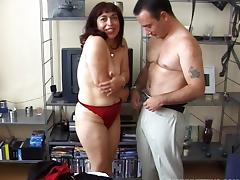 Horny old lady with wrinkles and saggy tits wants to fuck tube porn video