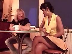 Short Hair Does Hippie Sugar Da tube porn video