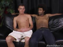 A white guy and a black dude sucking each others cock porn tube video