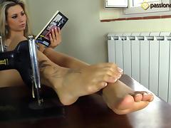 Samantha puts her cute feet up, kicks back and reads