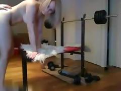 Dilettante pair fucking on the gym bench