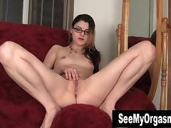 Geeky Lux Toying Her Twat porn tube video