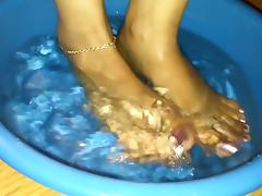 Sexy Feet in pumps and barefoot porn tube video