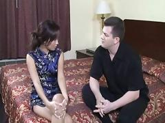 Hotel guest hires an Asian babe to give him a great handjob