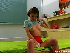 Luminous and cute teen goes solo and masturbates warmly on her bed porn tube video