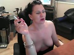 Hot lady plays well in nude with smoke