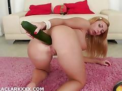 Isabella Clark toys her hot ass