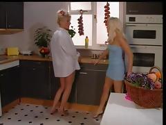 sam gets her gal -kitchen