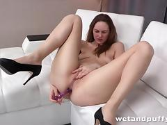 Long haired babe rubbing her smooth clit tube porn video