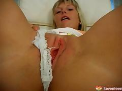Blondie enjoys her time at the spa by stimulating her pussy