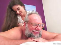 Shaved pussy milf had a handjob waiting real  Old and Young sex porn tube video