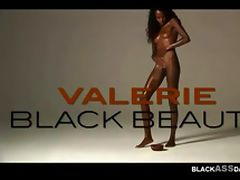 Chocolate skin flexible African model wide legs opening tube porn video