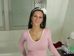 Schwester wird vom Stief bruder erwischt und gibt Handjob porn tube video