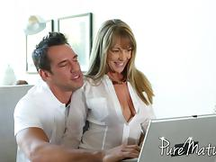 MILF calls tech support and he ends up fixing her pussy