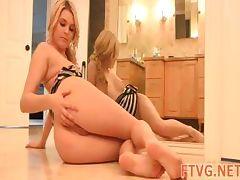 Gal demonstrates hot body tube porn video