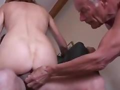 Amateur mature cuckold threesome tube porn video