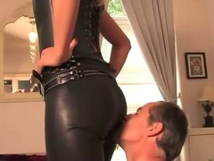 Slave worshipping his leather loving domina porn tube video