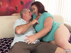 Fat 'n' stacked Lady Lynn gets her pussy drilled