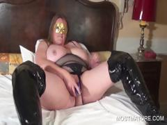 Chesty mature vibrating wet cunt