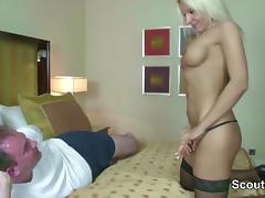 Deutsche MILF Hure fickt alten Freier im Hotel porn tube video
