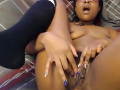NEGRA PELUDA SE MASTURBANDO 2 porn tube video