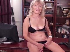 Candis feels like her hairy snatch deserves a good masturbation