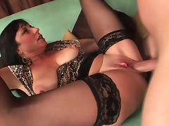 Sexy mature in stockings fucks really good (TOP MATURE) porn tube video