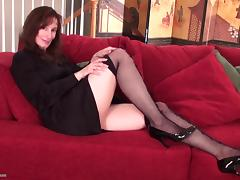 Sexiest cougar ever enjoys the amazing solo masturbation session