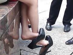 unbelievable SEXY - candid double dangle high heelsOMG