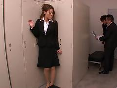 Elegant Japanese chick gives a stunning handjob to the horny guy