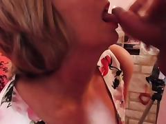 Mature British housewife takes her first facial tube porn video