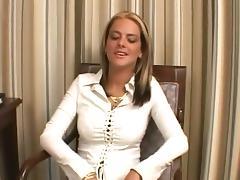Une bonne fellation par une jeune blonde avec des piercings porn tube video