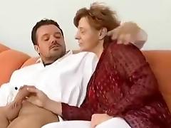 older milf getting wild - Omi so richtig scharf drauf tube porn video