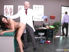 Tattooed brunette patient with big tits fucks in the hospital
